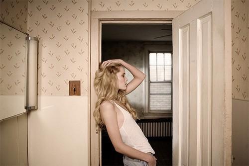 Домашние снимки одной замкнутой в себе девушки  614540