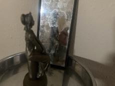 """La niña en el espejo"""